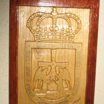 Escudo de Oviedo en castaño