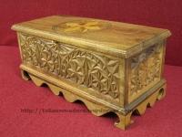 Arca tallada en madera de roble